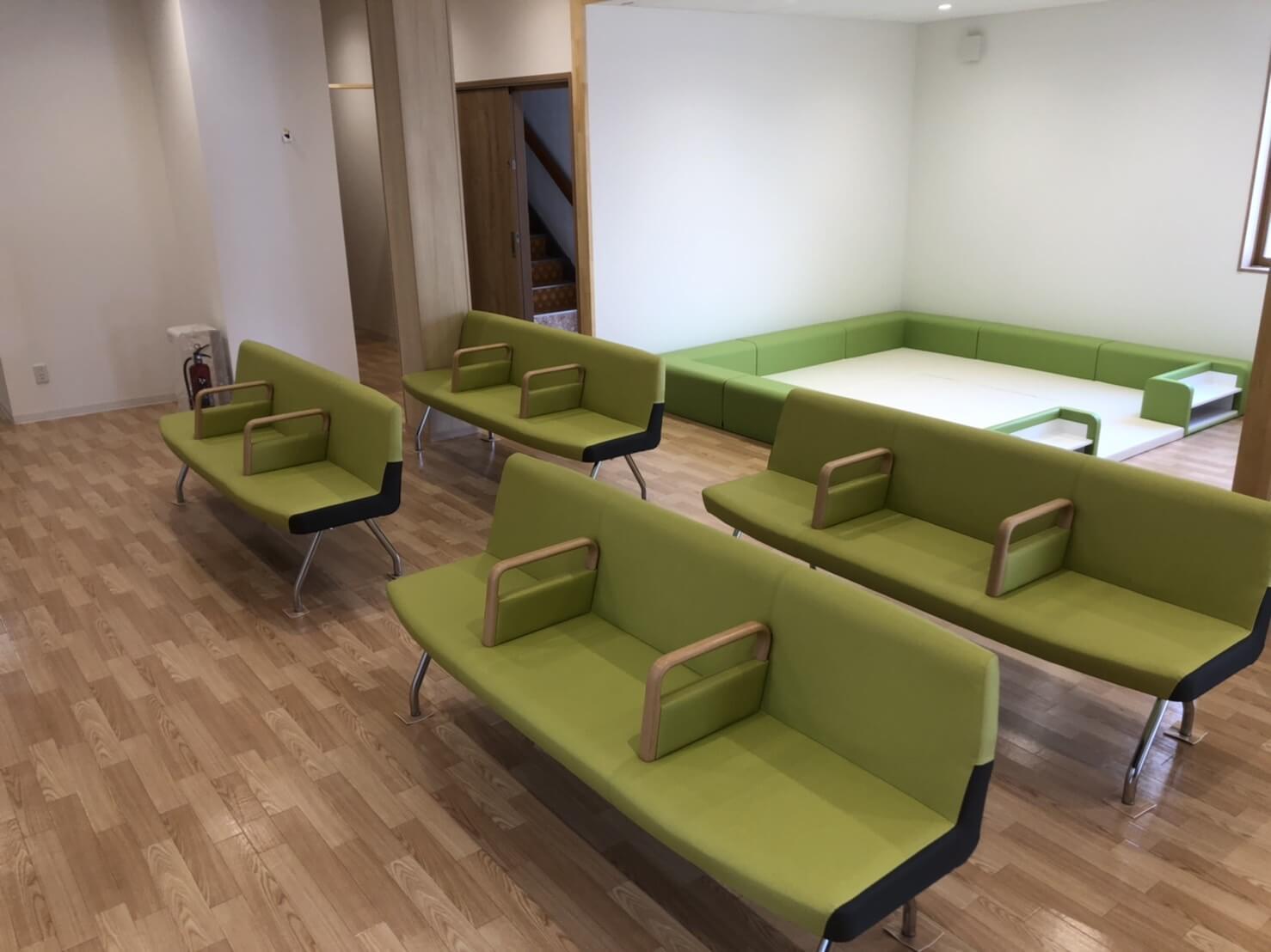 クリニック開業に伴う家具やOA機器等の納入事例