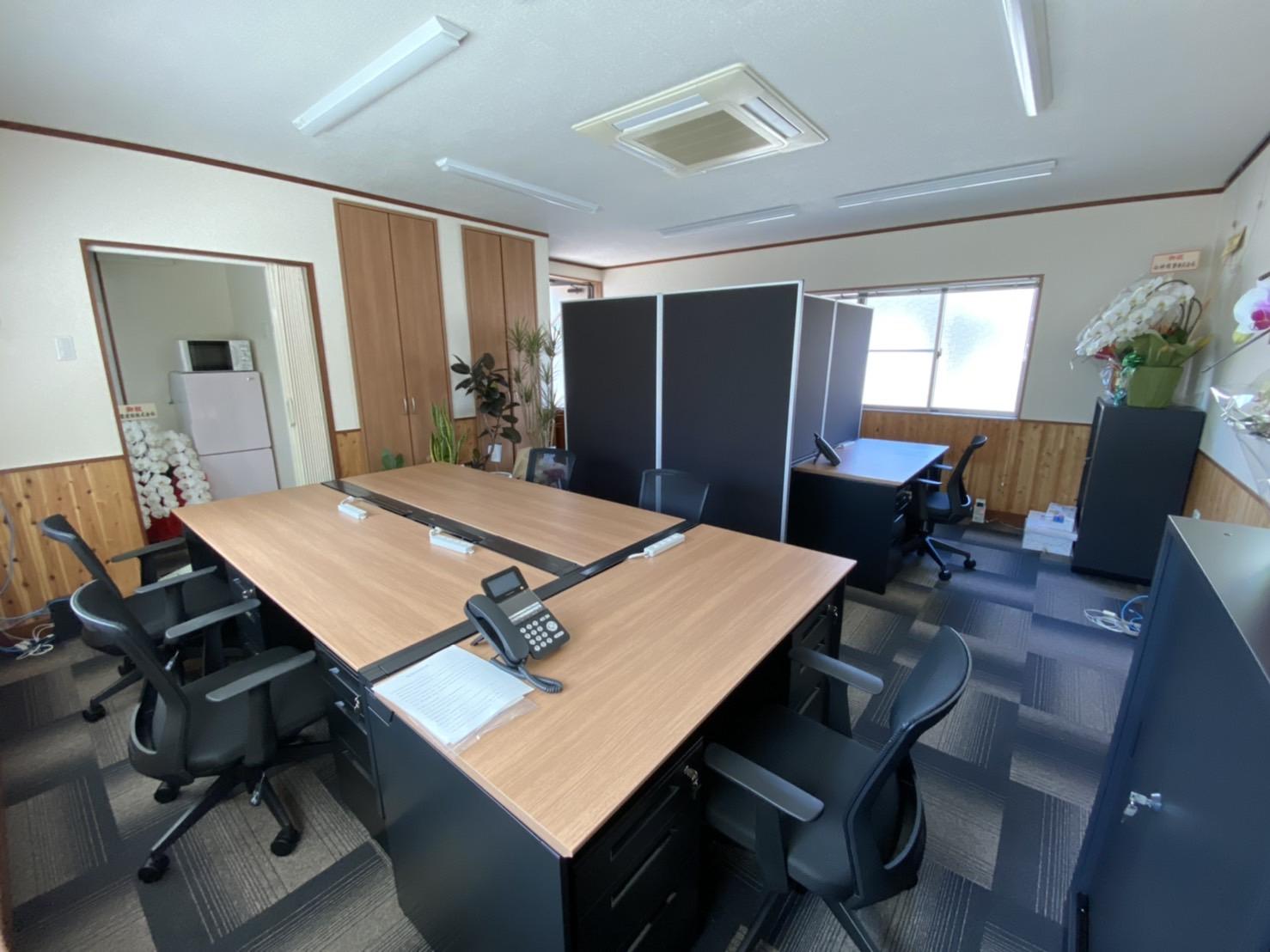 事務所新設に伴い、シックなオフィスを創りました!