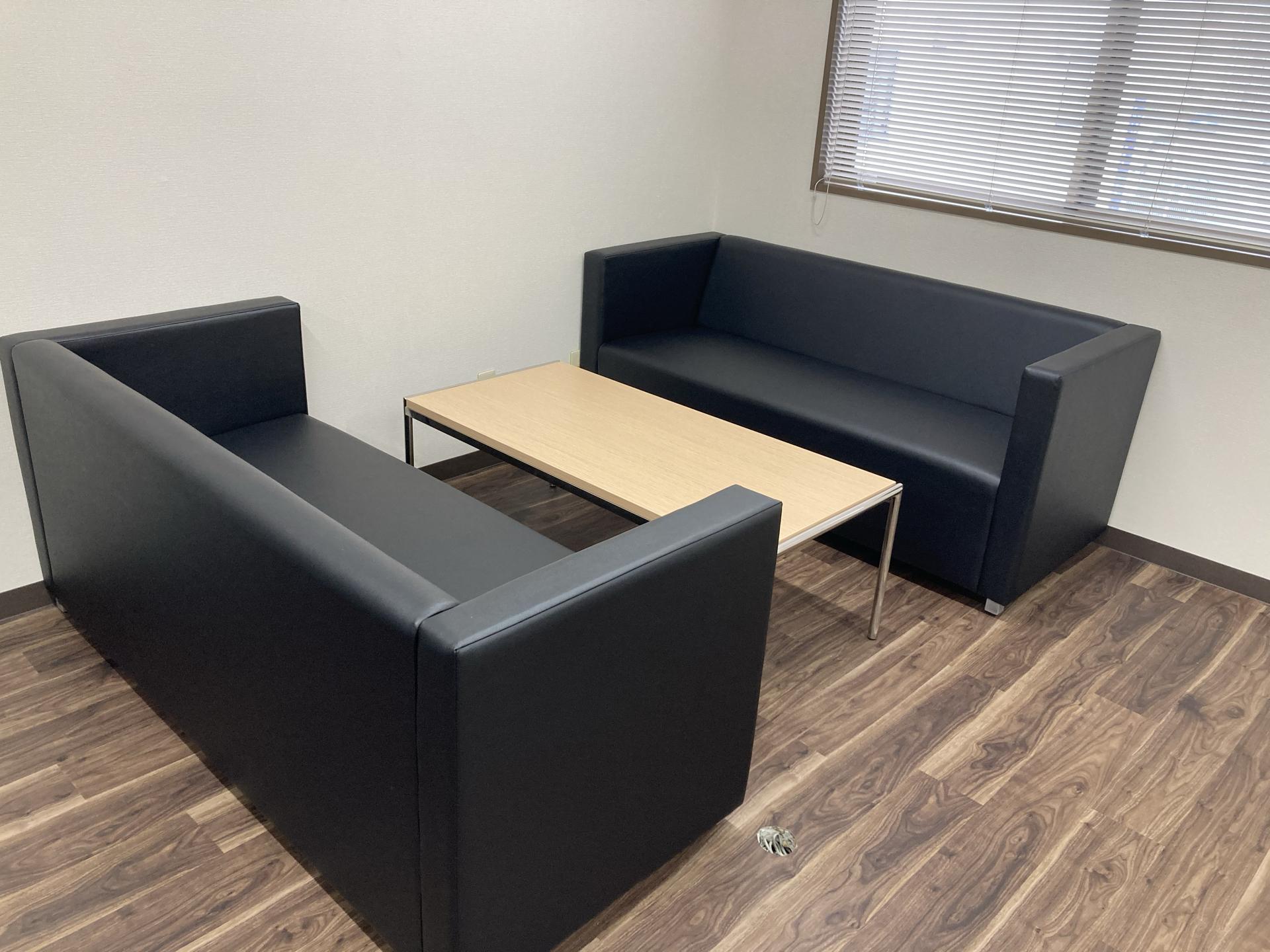 オフィスレイアウトと家具を一新しました!